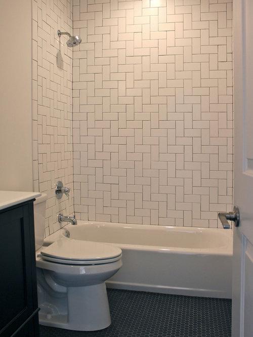 Salle de bain industrielle avec un placard avec porte for Toilette petite surface