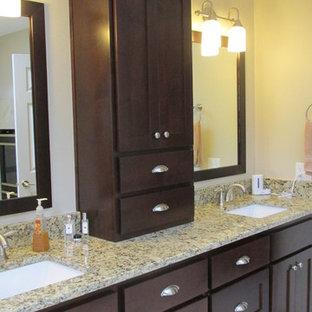 Ispirazione per una stanza da bagno padronale tradizionale di medie dimensioni con lavabo sottopiano, ante in stile shaker, ante in legno bruno, top in granito, vasca da incasso, doccia ad angolo, WC monopezzo, piastrelle beige, piastrelle in gres porcellanato, pareti beige e pavimento in travertino