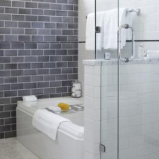 Imagen de cuarto de baño tradicional renovado con bañera empotrada, ducha esquinera, baldosas y/o azulejos grises y baldosas y/o azulejos de cemento