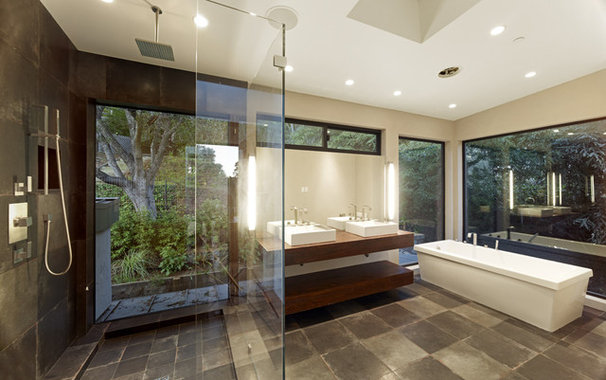 Modern Bathroom by DANIEL HUNTER AIA Hunter architecture ltd.