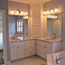Traditional Bathroom by JANE KERWIN HOMES LTD