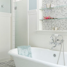 Traditional Bathroom by Fluidesign Studio
