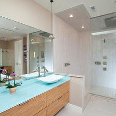 Contemporary Bathroom by Eddy Homes