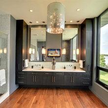 Mountain View Ranch- Hall Bathroom