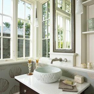Esempio di una stanza da bagno vittoriana con lavabo a bacinella e pareti multicolore
