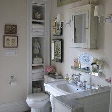 Traditional Bathroom by miriam manzo