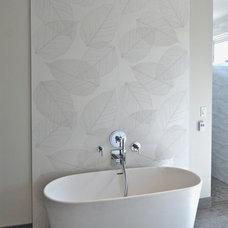 Modern Bathroom by Poolehaus Residential Design