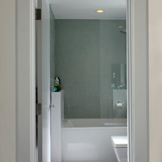 Modern Bathroom by Architect Andrew Morrall
