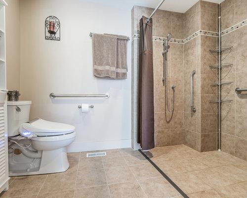 Salle de bain avec un placard porte persienne et une - Taille douche a l italienne ...