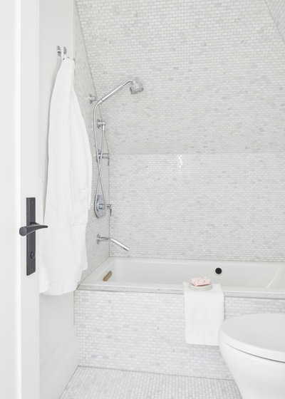 Bathroom by Dvira Interiors