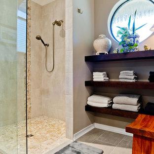 Asiatische Badezimmer mit Schrankfronten im Shaker-Stil ...