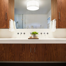 Modern Bathroom by GEREMIA DESIGN
