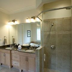 modern bathroom by Grainda Builders, Inc.
