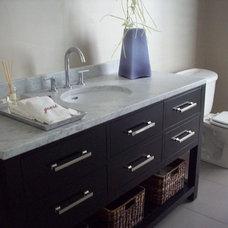 Modern Bathroom by Grainda Builders, Inc.