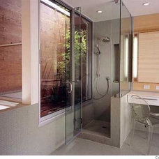 Modern Bathroom by INTERSTICE Architects Inc.
