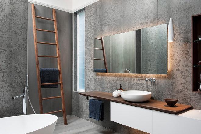 Modern Bathroom by MINOSA