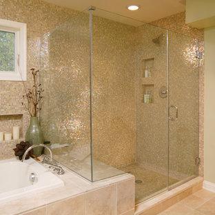 Идея дизайна: ванная комната в стиле современная классика с плиткой мозаикой