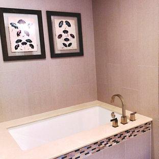 Esempio di una stanza da bagno padronale minimalista di medie dimensioni con lavabo a bacinella, ante lisce, ante in legno bruno, top in vetro, vasca sottopiano, doccia a filo pavimento, piastrelle grigie, piastrelle in gres porcellanato, pareti bianche e pavimento con piastrelle in ceramica