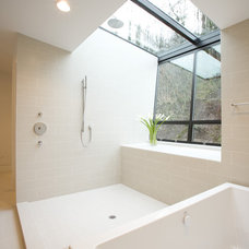 Modern Bathroom by skylab architecture