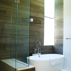 Modern Bathroom by Sara Cukerbaum