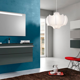 Immagine di una piccola stanza da bagno con doccia moderna con lavabo integrato, ante lisce, ante grigie, top in vetro, vasca freestanding, doccia ad angolo, WC a due pezzi, piastrelle blu, piastrelle in ceramica e pareti blu