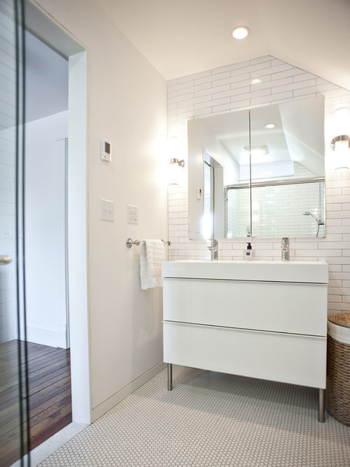 Corner bathroom cabinets white gloss - Example Of A Minimalist Bathroom Design In Louisville