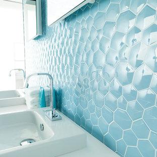 Идея дизайна: ванная комната в стиле модернизм