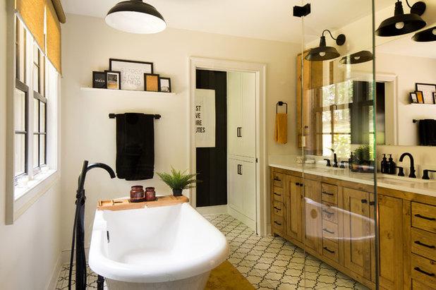 Di transizione Stanza da Bagno by KH Home Design and Furnishings