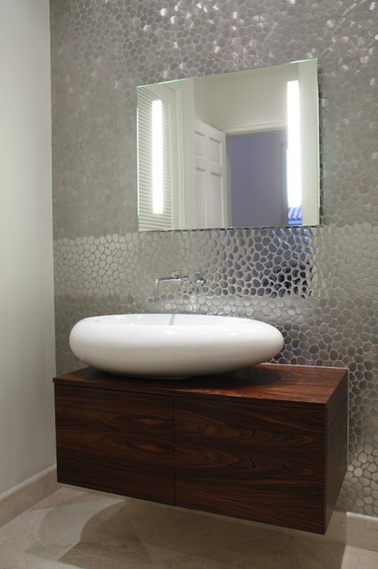 Contemporary Bathroom by CLAUDIA LUJAN