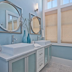 modern bathroom by Borges Brooks Builders