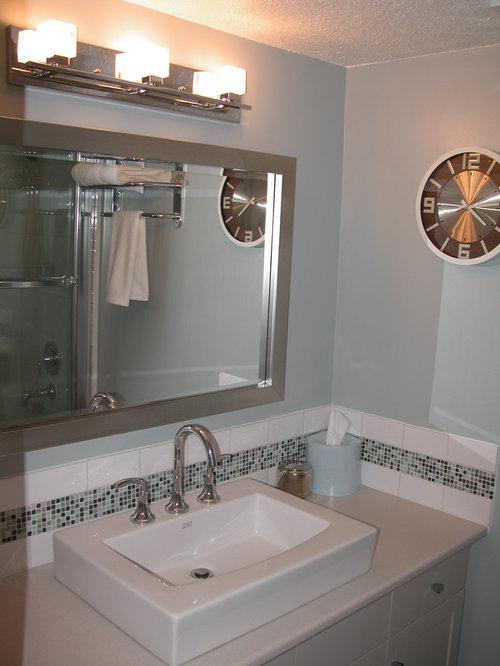 badezimmer mit laminat waschtisch und schrankfronten im. Black Bedroom Furniture Sets. Home Design Ideas