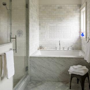 Idéer för mellanstora vintage badrum, med släta luckor, vita skåp, ett undermonterat badkar, en hörndusch, stenkakel, vita väggar, ett undermonterad handfat, marmorbänkskiva och vit kakel
