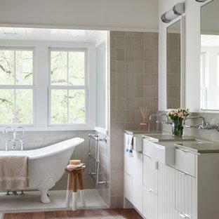 Example of a farmhouse claw-foot bathtub design in Austin