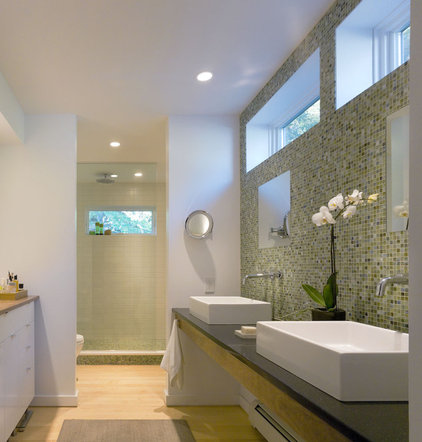 Farmhouse Bathroom by TruexCullins Architecture + Interior Design
