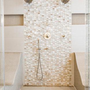 Ispirazione per un'ampia stanza da bagno padronale industriale con nessun'anta, doccia doppia, WC monopezzo, piastrelle beige, piastrelle di vetro, pavimento con piastrelle in ceramica, lavabo sottopiano e top in quarzo composito