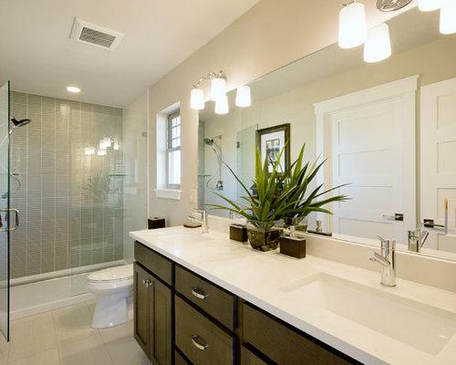 salle d 39 eau moderne avec des plaques de verre photos et id es d co de salles d 39 eau. Black Bedroom Furniture Sets. Home Design Ideas