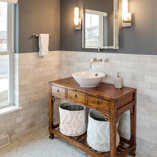 Foto di una stanza da bagno padronale classica di medie dimensioni con consolle stile comò, ante in legno bruno, piastrelle bianche, pareti grigie, pavimento con piastrelle a mosaico, piastrelle diamantate, lavabo a bacinella, top in legno, pavimento multicolore e top marrone