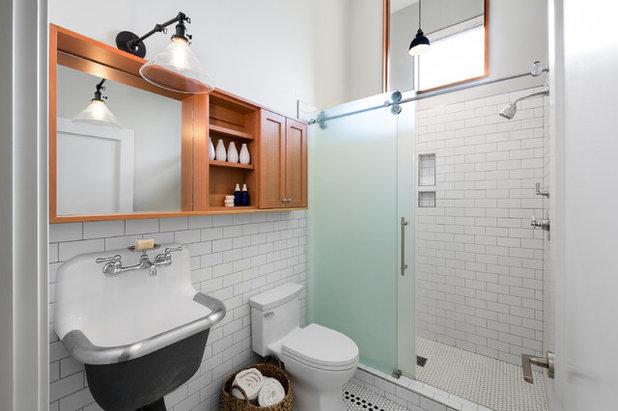 Farmhouse Bathroom by m.o.daby design