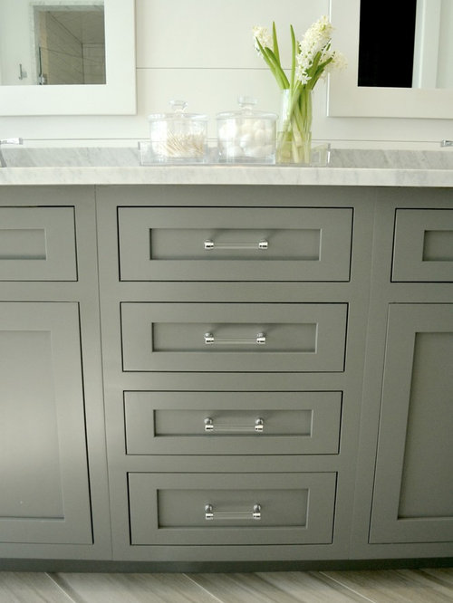 Farmhouse Bathroom Design Ideas, Remodels & Photos with Gray Cabinets ...