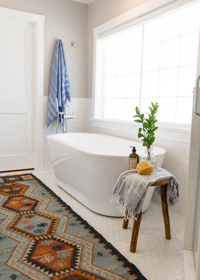 Epic Farmhouse Bathroom by Rebecca Interiors u Design by Numbers