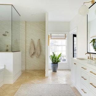 Idées déco pour une grand salle de bain principale classique avec un placard avec porte à panneau encastré, des portes de placard blanches, une baignoire encastrée, une douche à l'italienne, un bidet, un carrelage beige, des carreaux de porcelaine, un mur blanc, un sol en travertin, un lavabo encastré, un plan de toilette en quartz modifié, un sol beige, aucune cabine et un plan de toilette blanc.