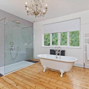 Inspiration för ett funkis badrum, med ett badkar med tassar, en öppen dusch och med dusch som är öppen