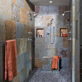 Diseño de cuarto de baño minimalista con baldosas y/o azulejos de pizarra