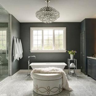Ispirazione per una stanza da bagno padronale chic con ante in stile shaker, ante nere, vasca freestanding, doccia alcova, pareti nere, pavimento in marmo, piastrelle grigie, lastra di pietra e top in marmo