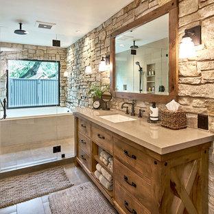 Esempio di una stanza da bagno rustica con porta doccia a battente