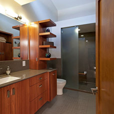 Modern Bathroom by Mosby Building Arts