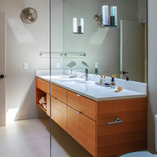 Modern Bathroom by Marcus DiPietro, Architect