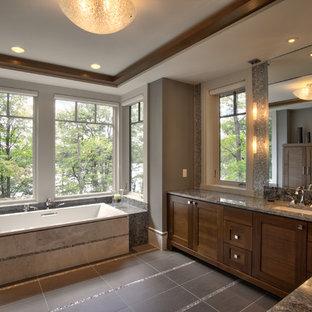 Неиссякаемый источник вдохновения для домашнего уюта: главная ванная комната среднего размера в стиле модернизм с фасадами в стиле шейкер, коричневыми фасадами, накладной ванной, серой плиткой, плиткой мозаикой, серыми стенами, полом из керамической плитки, врезной раковиной, столешницей из гранита, серым полом, серой столешницей, тумбой под две раковины, встроенной тумбой и сводчатым потолком