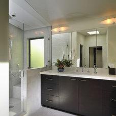 Modern Bathroom by FGY Architects