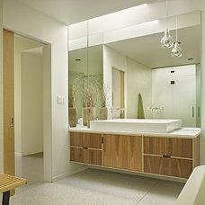 Modern Bathroom by Ainslie-Davis Construction